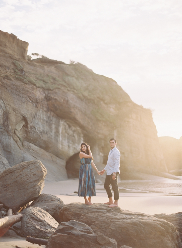 sunny-pacific-northwest-beach-engagement