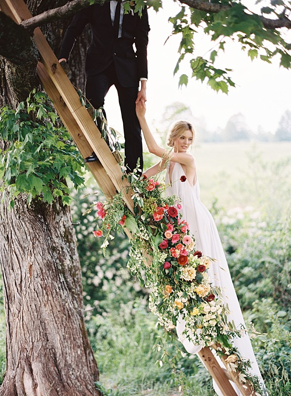 bride and groom in treehouse