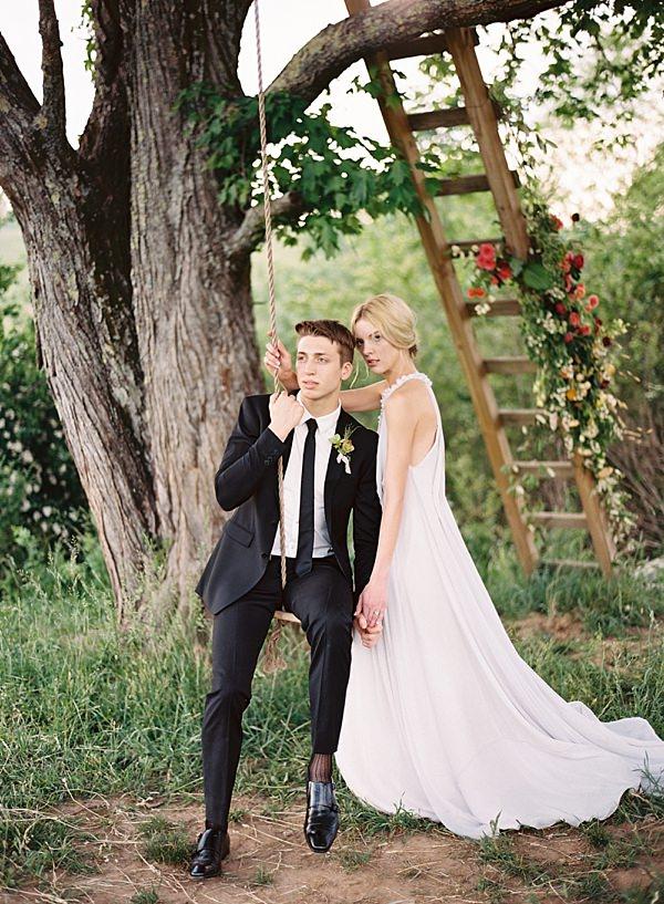 wedding day treehouse swing