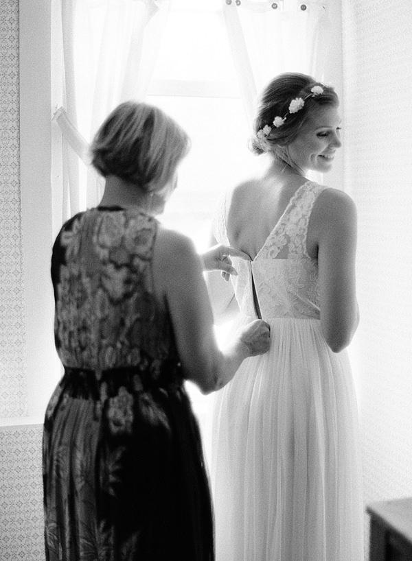 mom helping bride get dressed
