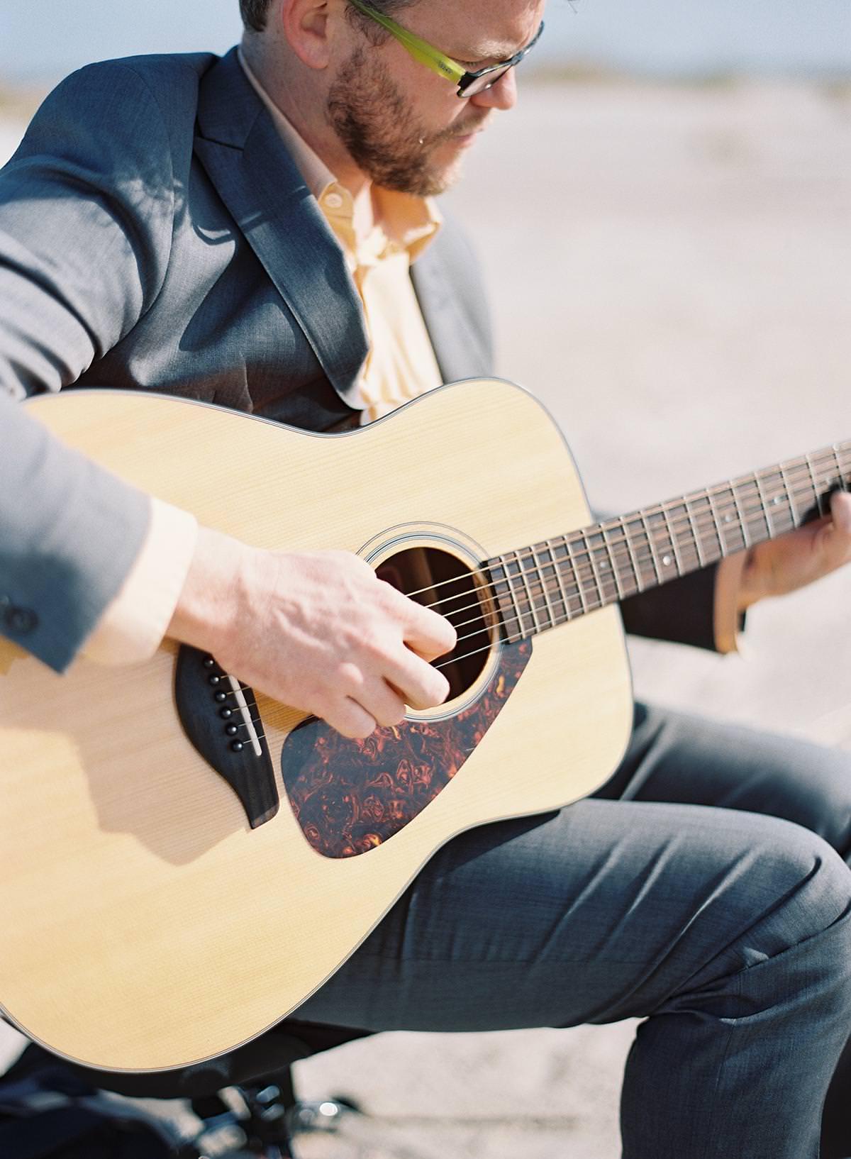 wedding ceremony acoustic guitarist