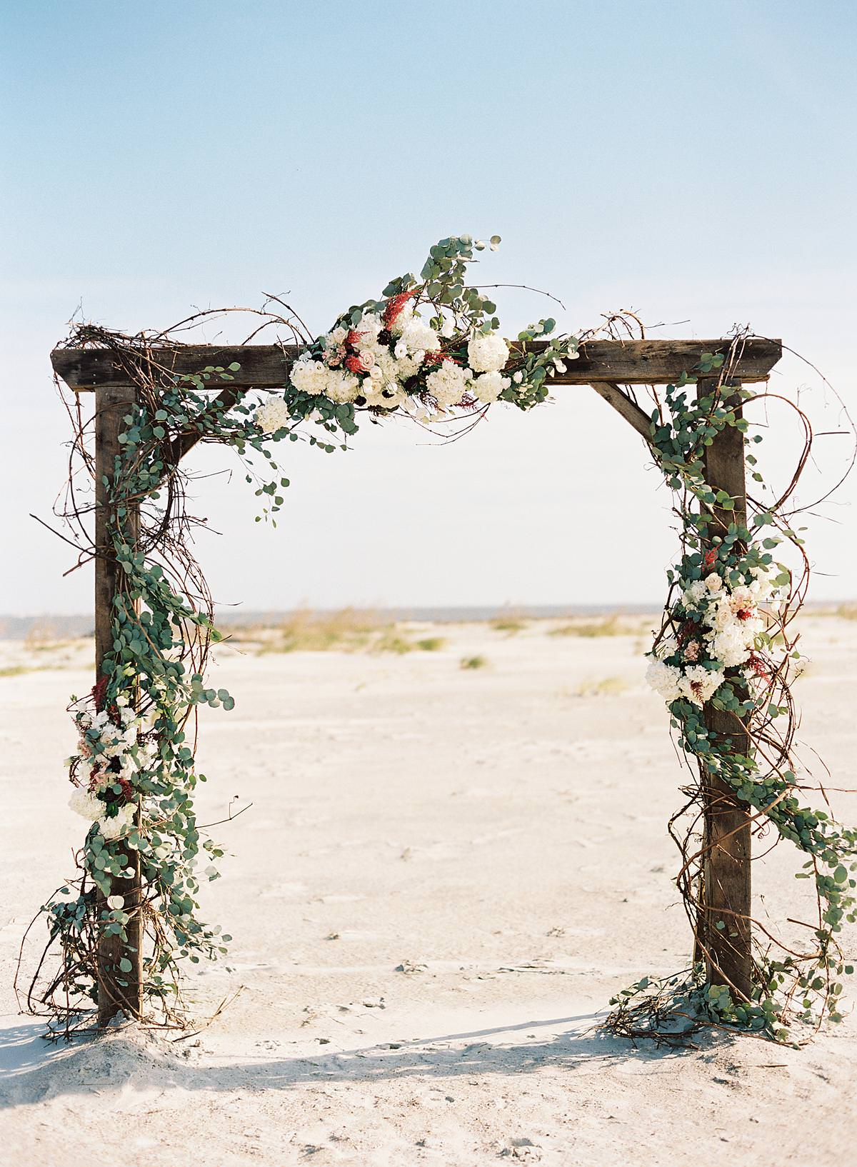 gorgeous wedding ceremony florals
