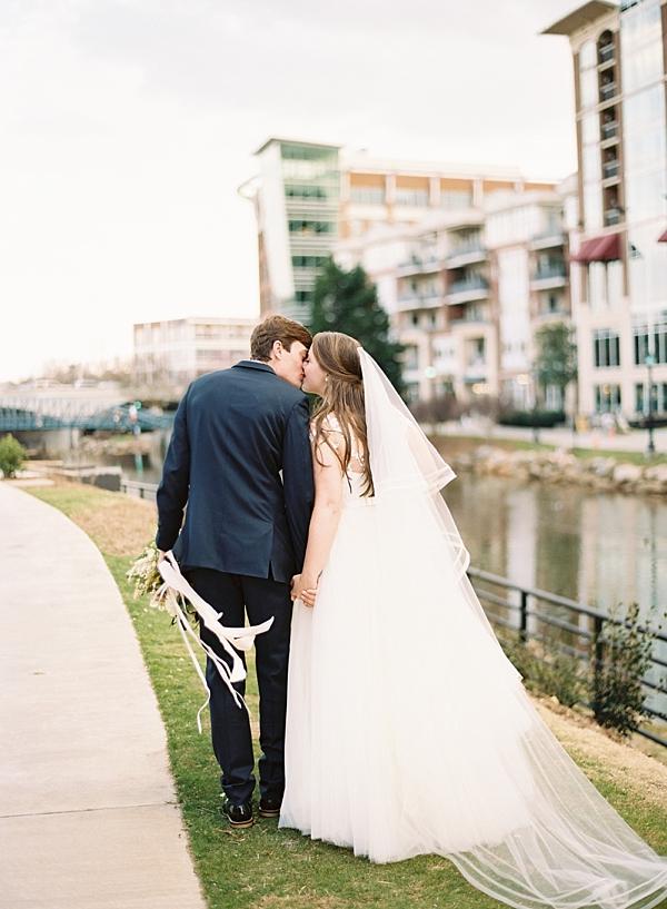 wedding-day-kiss