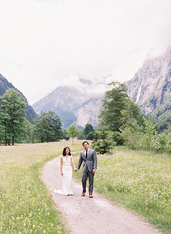 bride and groom in swiss alps